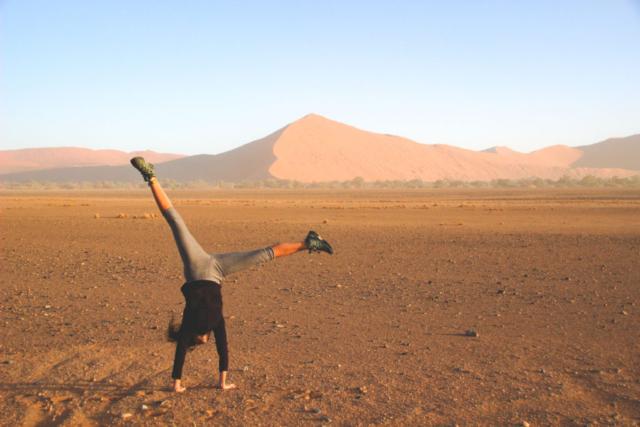 Live More, Travel More in Namibia with Chameleon Safaris - photo by Elaine Villatoro - Sossusvlei - Sand Dunes - Deserto da Namibia - Dunas - Star - Estrela