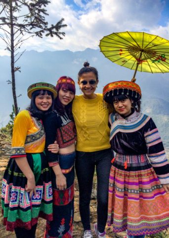 Elaine Villatoro - Live More, Travel More - Vietnam - Vietnã - Sapa - Mountain - Montanha - Hamrong - Vietnamese Girls - Vietnamitas - Clothes - Roupas