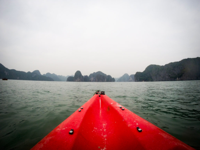 Elaine Villatoro - Live More, Travel More - Vietnam - Vietnã - Halong Bay - Castaway Islands - Vietnam Backpackers - Hanoi Backpackers - Beach - Praia