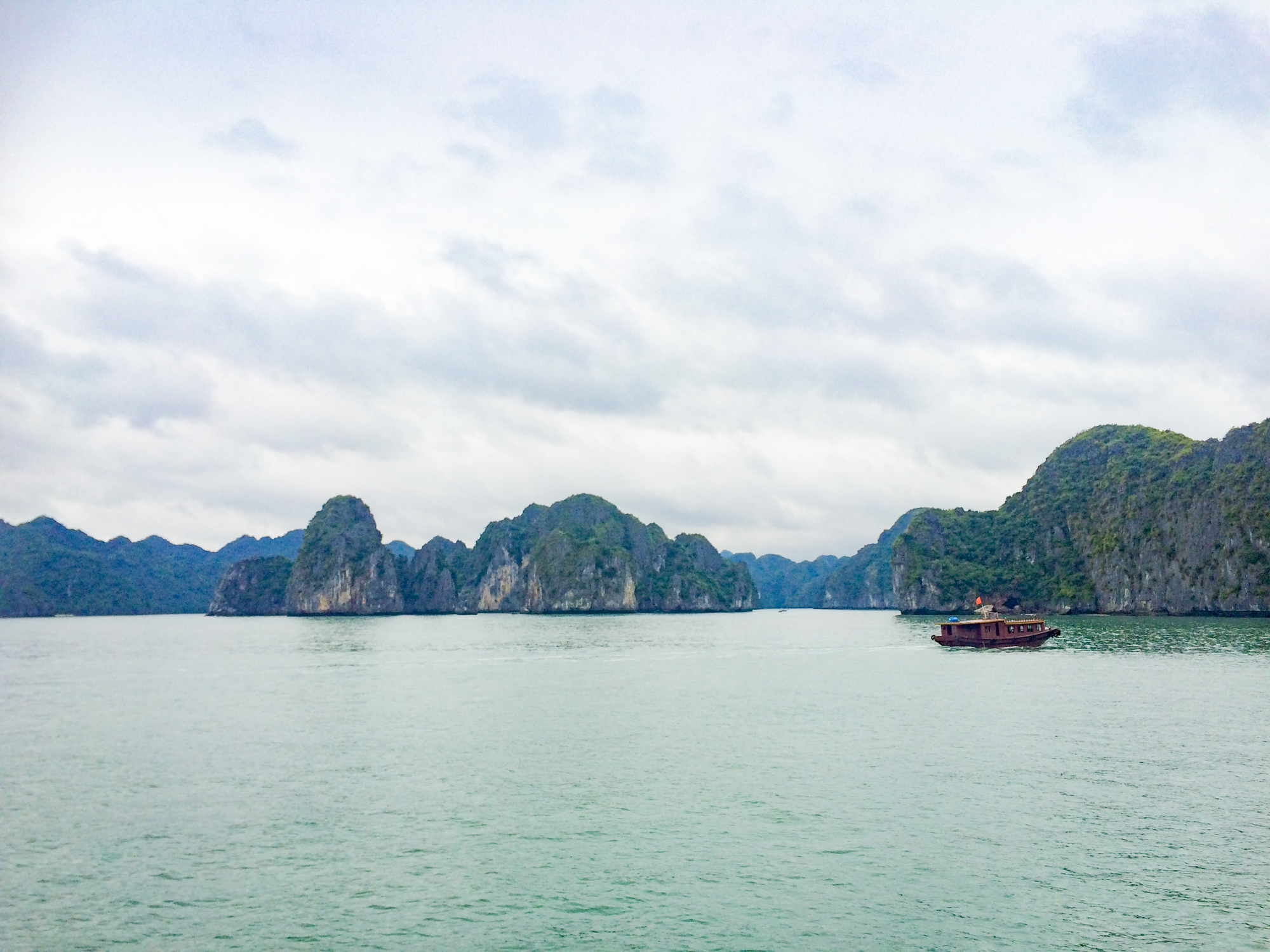 - Fox Mask -Elaine Villatoro - Live More, Travel More - Vietnam - Vietnã - Halong Bay - Castaway Islands - Vietnam Backpackers - Hanoi Backpackers - Beach - Praia