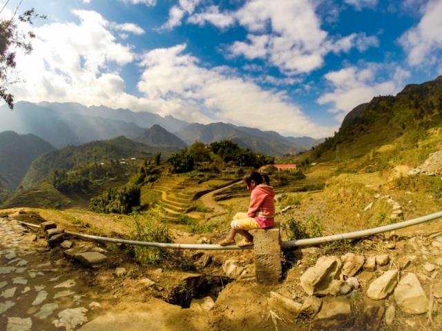Elaine Villatoro - Live More, Travel More - Vietnam - Vietnã - Sapa - Cat Cat Village - Vilarejo - Khu Du Lich Cat Cat - Hike - Trilha - rice fields - plantação de arroz - Crianças - Kids
