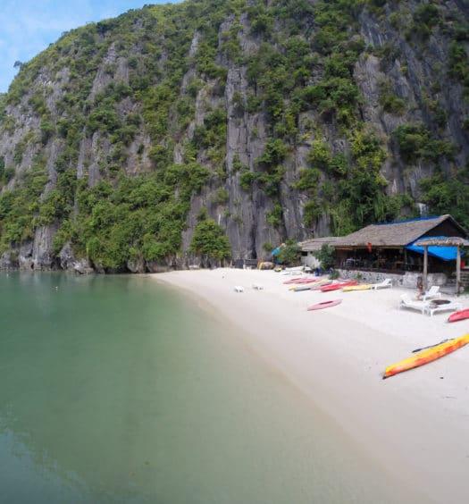 CASTAWAY ISLANDHalong Bay and Castaway Island with Hanoi Backpackers Hostel