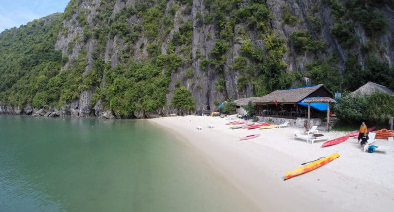 CASTAWAY ISLANDHalong Bay and Castaway Island with Hanoi Backpackers Hostel