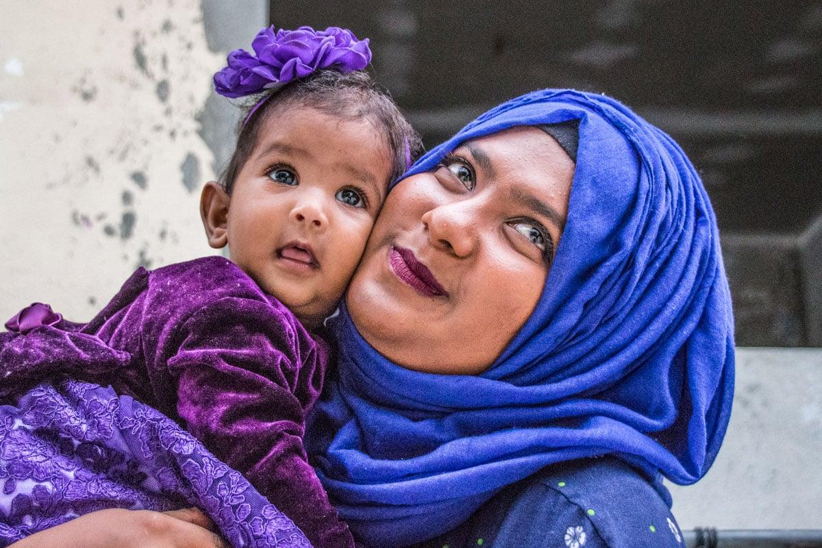 mom and daughter in maafushi island