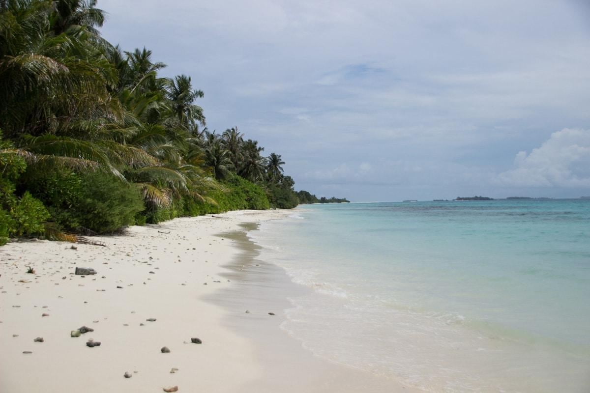 Bikini Beach da ilha Dhigurah nas Maldivas