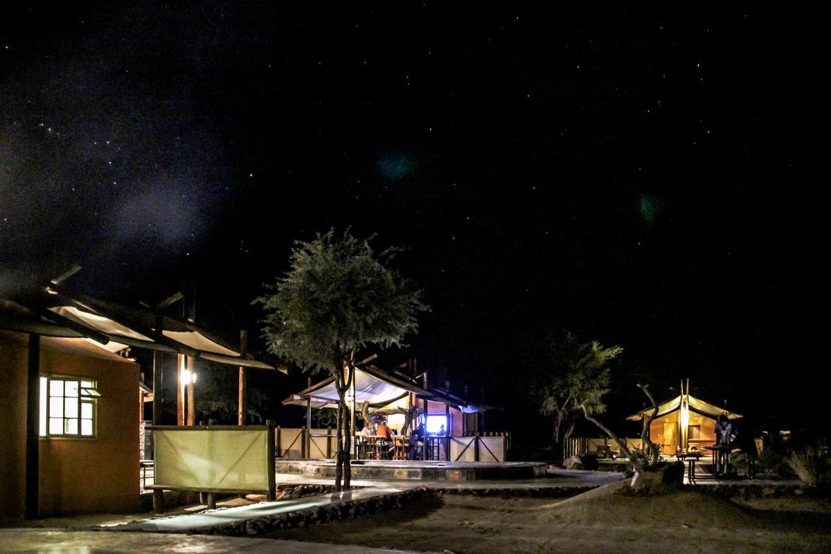 Noite no Sesriem Desert Camp